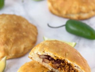 Taco pockets are so easy to make! Eat your Tacos in a fun way with this easy Taco Pocket Recipe can be stuffed with your favorite taco toppings for a tasty taco dinner! #Taco #TacoRecipe #TacoDinner #Tacos