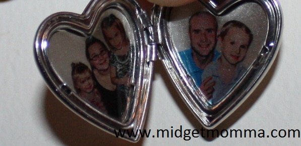 """{Holiday Gift Guide} Pictures on Gold Sterling Silver """"Sweetheart"""" Heart Locket Review"""