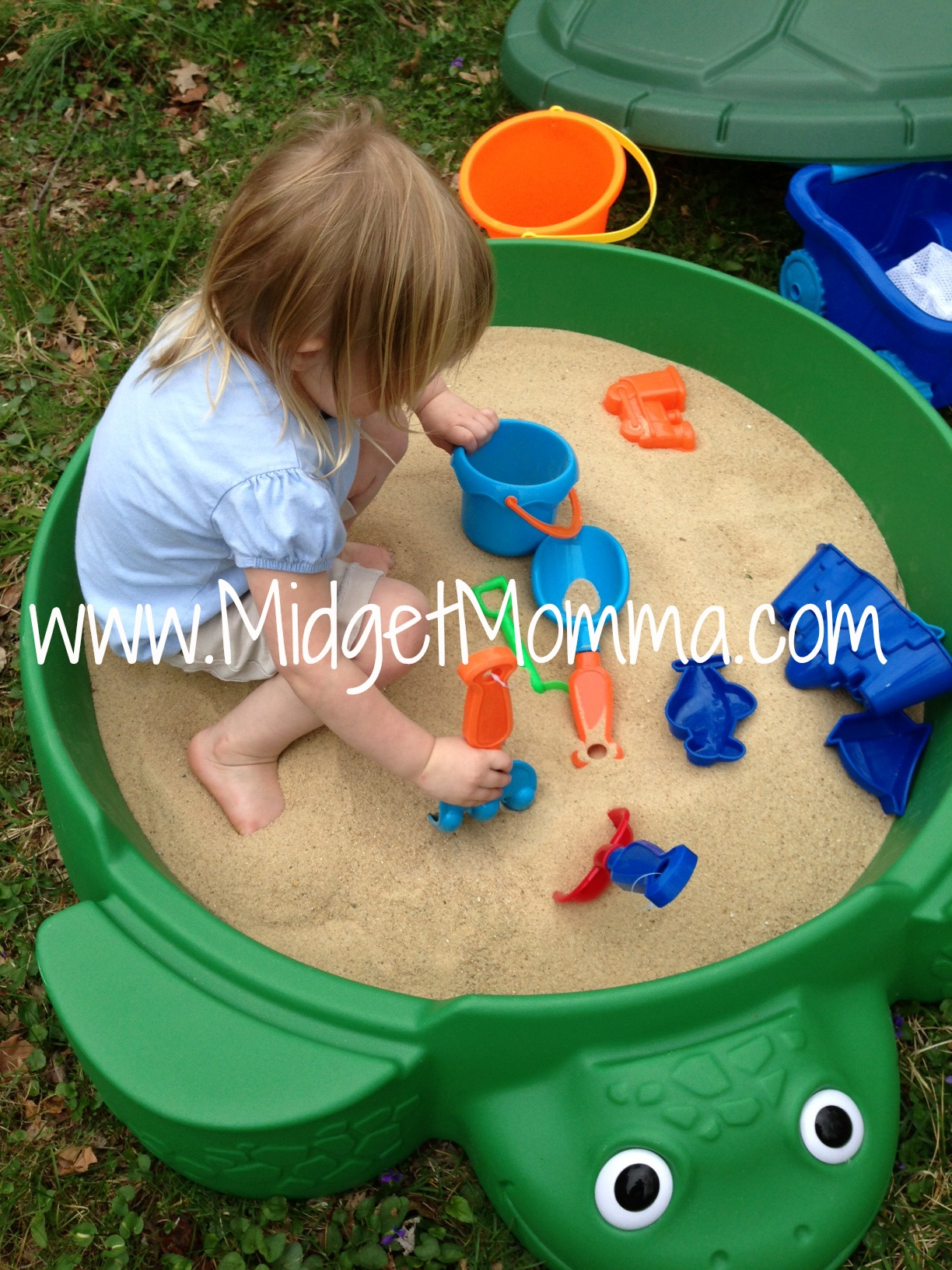 """d884b41dc5 Playing in the sand has always been one of my kids favorite things to do,  and as soon as it arrived all I heard was """"When are you getting the sand?"""