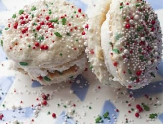 Funfetti Sandwich Cookies are these great cookies that you are able to throw together with the help of a funfetti boxed cake mix.