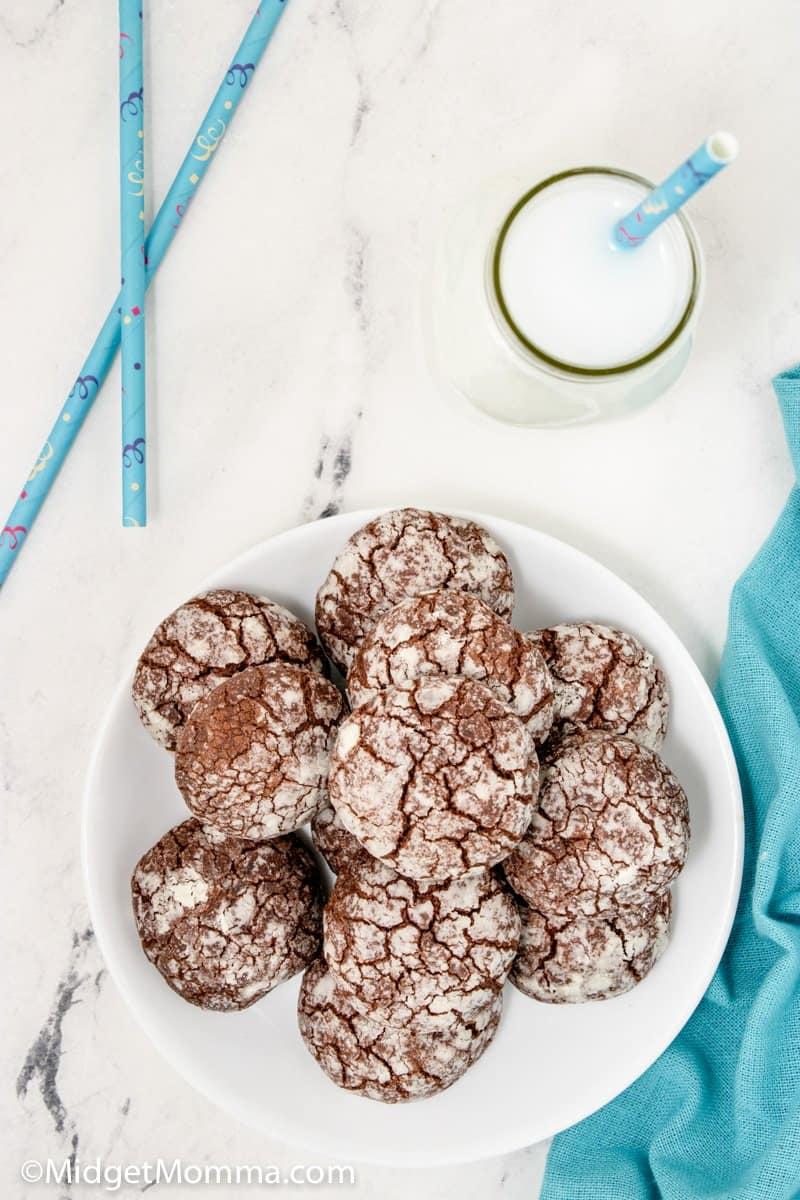 plate full of chocolate crinkle cookies