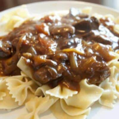 Crock Pot Hungarian Goulash is so easy to make and a perfect dinner recipe. Put in the slowcooker in the morning, cook all day and dinner will be ready