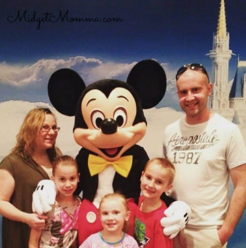 Things you can get for FREE at Disney World Photos with characters