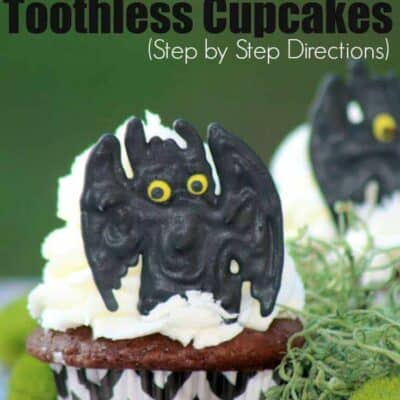 Easy Toothless Cupcake, How to Train Your Dragon Toothless Cupcake that is easy to follow. This Toothless Cupcake Tutorial is perfect for any tootless fan!