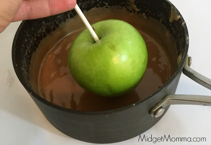 dipping perfect caramel apples