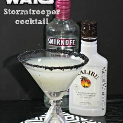 This Star Wars Inspired Raspberry Coconut Storm Trooper Cocktail is the perfect drink for your Star Wars movie watching. Amazing Raspberry Coconut drink. Star Wars drink, Star Wars food, Star Wars party drink, star wars hot chocolate, star wars character drink.