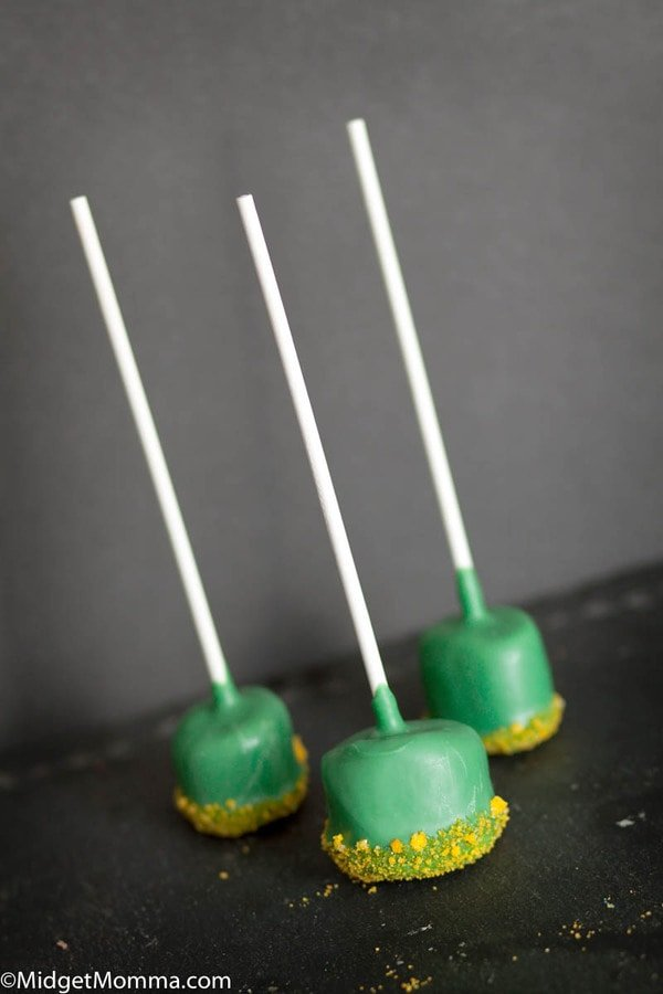 Green food for St Patricks Day - Easy Marshmallow pops - marshmallows dipped in green chocolate with gold sanding sugar
