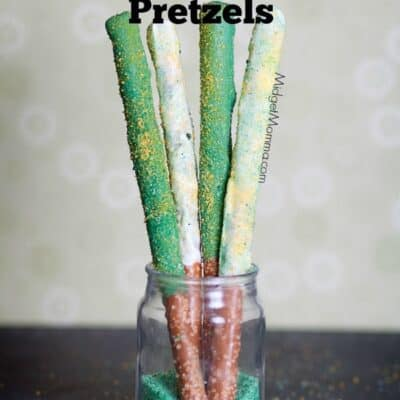 St.Patrick's Chocolate Covered Pretzels are a fun and easy treat to make with the kids. Nothing beats a chocolate covered pretzel!
