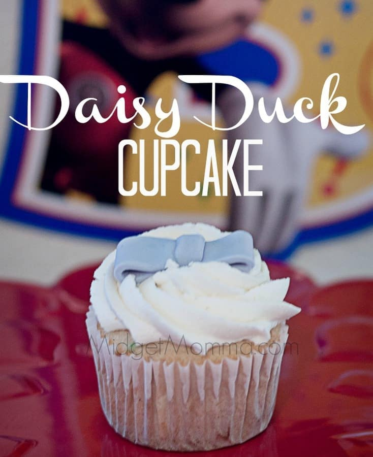 Up next in the mickey mouse club house cupcakes I made for the ‪#‎DisneyKids‬ Preschool Playdates is Daisy Duck. Daisy has this simple beauty