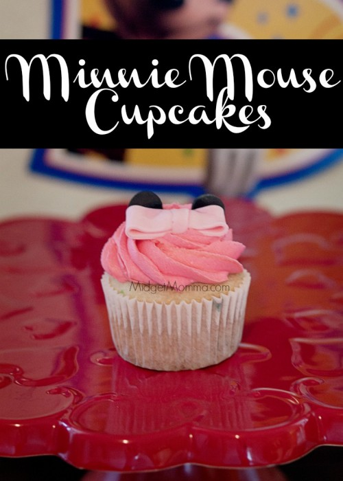 Minnie Mouse Cupcakes. Step by step directions on how to make the perfect minnie mouse bow for your Minnie Mouse Cupcakes
