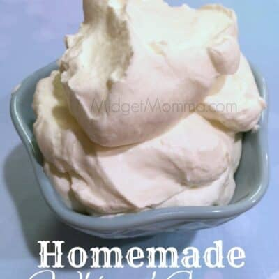 I love when making things homemade is super easy, just like this Homemade Whipped Cream. Seriously this has to be the easiest homemade recipe ever!