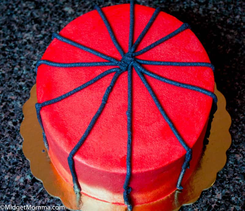 How to Decorate a Spiderman Cake