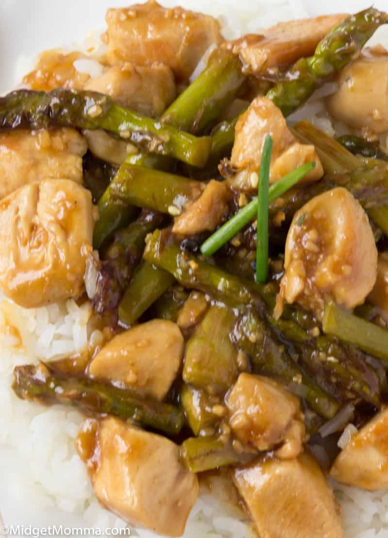 close up of chicken and asparagus stir fry