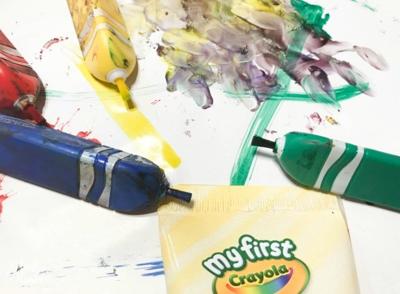 toddler crafting with crayola