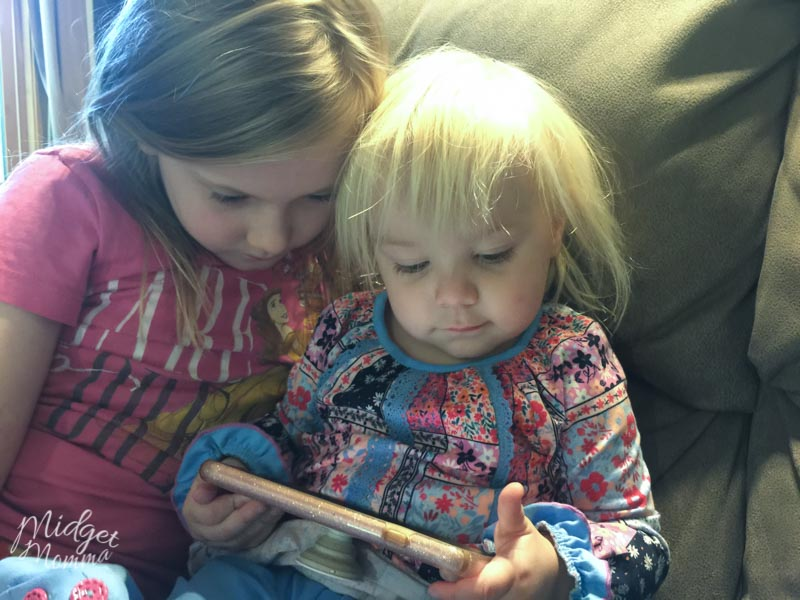 toddler playing maxi the taxi app