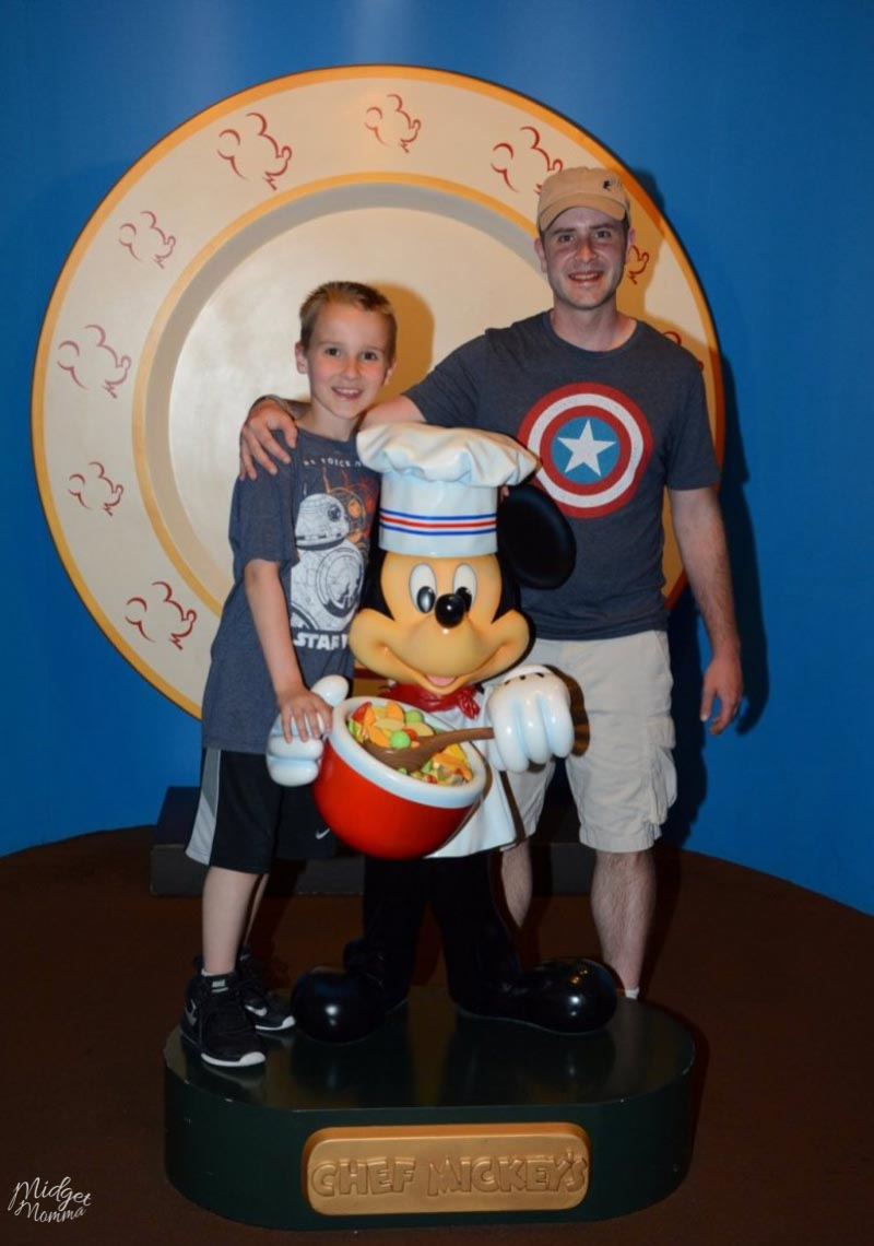 Dine with Minnie Mouse at Disney World