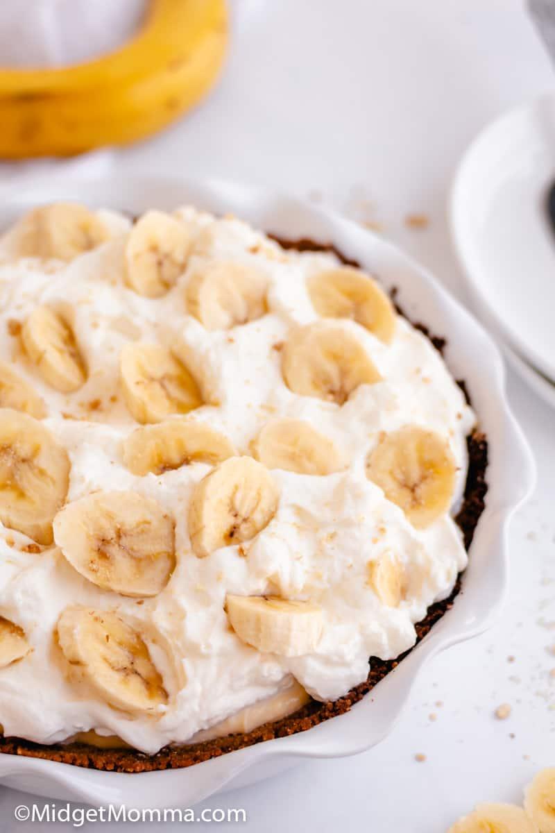 banana cream pie with graham cracker crust