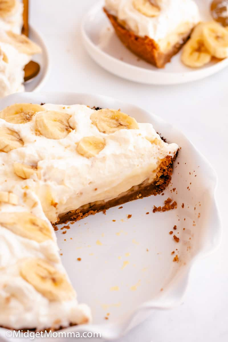 Banana Cream Pie wih 2 slices cut out of the pie pan
